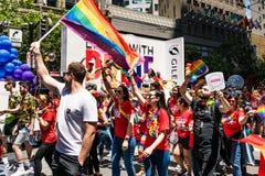 30 Ιουνίου 2019 Σαν Φρανσίσκο/ασβέστιο/ΗΠΑ - υποστηριγμένο επιστήμες τροχόσπιτο Gilead που συμμετέχει στην παρέλαση υπερηφάνειας  στοκ φωτογραφία με δικαίωμα ελεύθερης χρήσης