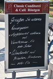 8 Ιουνίου 2018 - Warnemunde, Γερμανία: Σημάδι επιλογών για το γερμανικό καφέ όπως στοκ εικόνα με δικαίωμα ελεύθερης χρήσης