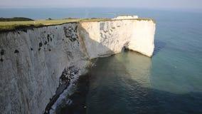 Ιουρασικό παλαιοί Harry ακτών σχηματισμοί κιμωλίας βράχων του Dorset Αγγλία UK συμπεριλαμβανομένου ενός σωρού και ενός κολοβώματο απόθεμα βίντεο