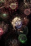 4 Ιουλίου και νέα επίδειξη πυροτεχνημάτων διακοπών παραμονής ετών Στοκ εικόνες με δικαίωμα ελεύθερης χρήσης