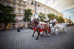 9 Ιουλίου 2017 - Κρακοβία, Πολωνία - μεταφορά με τα άλογα, παλαιό σεντ πόλεων Στοκ Εικόνες