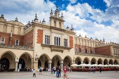 10 Ιουλίου 2017, Κρακοβία, Πολωνία - παλαιό κέντρο πόλεων, αγορά Squa της Κρακοβίας Στοκ Φωτογραφίες