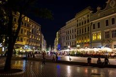 9 Ιουλίου 2017, Πολωνία, Κρακοβία Τετράγωνο αγοράς τη νύχτα Ο κεντρικός αγωγός χαλά Στοκ φωτογραφίες με δικαίωμα ελεύθερης χρήσης