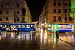11 Ιουλίου 2017, Πολωνία, Κρακοβία Τετράγωνο αγοράς τη νύχτα Ο κεντρικός αγωγός χαλά Στοκ Φωτογραφίες