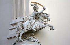 Ιππέας, αρχιτεκτονικές καλλιτεχνικές διακοσμήσεις στην πρόσοψη του σπιτιού στη Βιέννη Στοκ Εικόνες