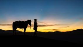 Ιππέας στην ανατολή Bromo Ινδονησία υποστηριγμάτων Στοκ Εικόνες