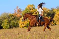 ιππασία κοριτσιών Στοκ φωτογραφία με δικαίωμα ελεύθερης χρήσης