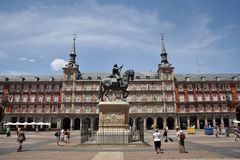 Ιππικό άγαλμα του βασιλιά Philip ΙΙΙ στο δήμαρχο Plaza στη Μαδρίτη Στοκ Εικόνες