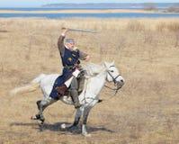 Ιππότης αλόγων με ένα ξίφος σε ένα χέρι Στοκ Εικόνες