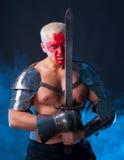 Ιππότης με ένα ξίφος Στοκ φωτογραφία με δικαίωμα ελεύθερης χρήσης