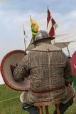 Ιππότης με το κράνος και ασπίδα που κάθεται σε μια έδρα Στοκ Εικόνες