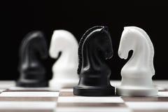 Ιππότης σκακιού στη σκακιέρα Στοκ φωτογραφία με δικαίωμα ελεύθερης χρήσης
