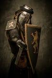 Ιππότης στο πλήρες τεθωρακισμένο Στοκ εικόνα με δικαίωμα ελεύθερης χρήσης