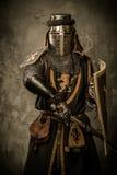 Ιππότης στο πλήρες τεθωρακισμένο Στοκ εικόνες με δικαίωμα ελεύθερης χρήσης