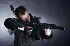 Ιππότης στο σκοτεινό υπόβαθρο Στοκ Φωτογραφία