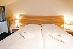 διπλή πολυτέλεια ξενοδοχείων κρεβατοκάμαρων σπορείων Στοκ εικόνα με δικαίωμα ελεύθερης χρήσης