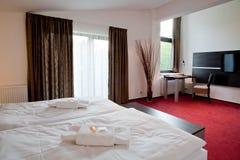 διπλή πολυτέλεια ξενοδοχείων κρεβατοκάμαρων σπορείων Στοκ φωτογραφία με δικαίωμα ελεύθερης χρήσης