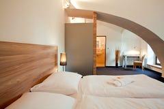 διπλή πολυτέλεια ξενοδοχείων κρεβατοκάμαρων σπορείων Στοκ Εικόνα