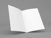 Διπλωμένο κενό ιπτάμενο, βιβλιάριο, επαγγελματική κάρτα ή φυλλάδιο Στοκ φωτογραφία με δικαίωμα ελεύθερης χρήσης