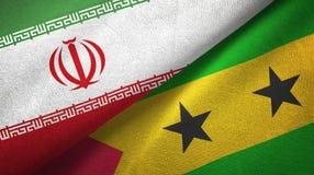 Ιράν και Σάο Τομέ και Πρίντσιπε δύο υφαντικό ύφασμα σημαιών, σύσταση υφάσματος ελεύθερη απεικόνιση δικαιώματος