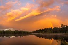 Ιριδίζον ηλιοβασίλεμα Στοκ φωτογραφίες με δικαίωμα ελεύθερης χρήσης