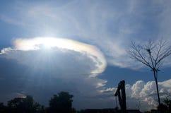 Ιριδίζον pileus σύννεφο Στοκ φωτογραφία με δικαίωμα ελεύθερης χρήσης