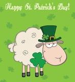 Ιρλανδικά πρόβατα που φέρνουν ένα τριφύλλι στο στόμα του κάτω από την κείμενο-ευτυχή ημέρα του ST Πάτρικ ελεύθερη απεικόνιση δικαιώματος