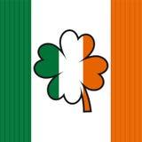 Ιρλανδικά σημαία και τριφύλλι Στοκ Εικόνες