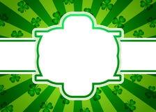Ιρλανδικό πράσινο υπόβαθρο με τα φύλλα τριφυλλιών Στοκ Εικόνες