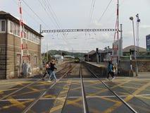 Ιρλανδικό τραίνο ΒΕΛΩΝ στο σταθμό στοκ εικόνα