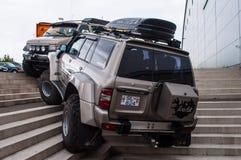 Ισλανδική τροποποιημένη περίπολος της Nissan στις μεγάλες ρόδες Στοκ Φωτογραφία