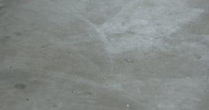 Ισοπεδώνοντας πάτωμα με το μόνο ισοπεδώνοντας υγρό πάτωμα Στοκ εικόνα με δικαίωμα ελεύθερης χρήσης