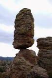 ισορροπημένος βράχος πυρ Στοκ Φωτογραφίες