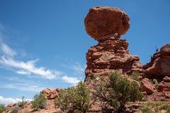 Ισορροπημένος βράχος στην έρημο της Γιούτα στοκ εικόνες