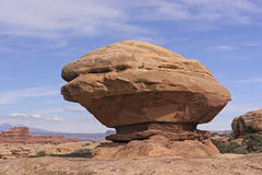Ισορροπημένος βράχος στην έρημο Στοκ Φωτογραφία
