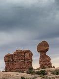 Ισορροπημένος βράχος στο εθνικό μνημείο αψίδων, Γιούτα Στοκ Εικόνα