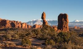 Ισορροπημένος βράχος στο εθνικό πάρκο αψίδων έξω από Moab Γιούτα Στοκ Εικόνες