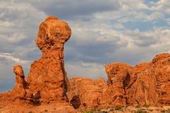 Ισορροπημένος βράχος φυσικός Στοκ Φωτογραφία