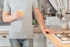 Ισορροπημένος φρέσκος οργανικός χυμός από πορτοκάλι διατροφής στοκ φωτογραφίες με δικαίωμα ελεύθερης χρήσης