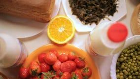 ισορροπημένο σιτηρέσιο τρόφιμα έννοιας υγιή Συστατικά για το μαγείρεμα Τοπ όψη απόθεμα βίντεο