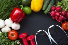 ισορροπημένο σιτηρέσιο τρόφιμα έννοιας υγιή Υγιές υπόβαθρο τροφίμων με τα φρέσκα λαχανικά Συστατικά για το μαγείρεμα Στοκ Εικόνα
