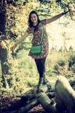 ισορροπώντας γυναίκα Στοκ φωτογραφία με δικαίωμα ελεύθερης χρήσης