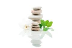 Ισορροπώντας zen πέτρες που απομονώνονται Στοκ εικόνα με δικαίωμα ελεύθερης χρήσης