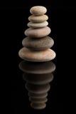Ισορροπώντας zen πέτρες στο Μαύρο Στοκ φωτογραφία με δικαίωμα ελεύθερης χρήσης