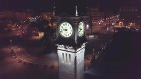 Ισπανία, Βαλένθια, εναέριος βλαστός, άποψη του υψηλού πύργου με τη θέα νύχτας ρολογιών απόθεμα βίντεο