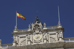 Ισπανία παλάτι pincipal βασιλική δευτερεύουσα Ισπανία της Μαδρίτης σημαία Στοκ Φωτογραφίες
