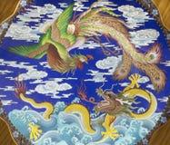ΙΣΠΑΝΙΑ, AVILA, 2016: Το κινεζικό πιάτο με το δράκο και πουλί Fenix στις συλλογές της εκκλησίας του πραγματικού monasterio de San Στοκ φωτογραφία με δικαίωμα ελεύθερης χρήσης