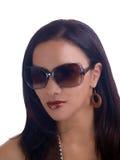 ισπανικά γυαλιά ηλίου πορτρέτου που φορούν τις νεολαίες γυναικών στοκ εικόνα