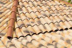 Ισπανικά κεραμίδια εγχώριων στεγών σπιτιών, βότσαλα στοκ φωτογραφίες