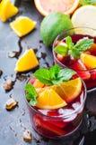 Ισπανικά sangria κοκτέιλ και συστατικά Στοκ Φωτογραφίες